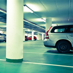 Резервирайте открит или закрит паркинг